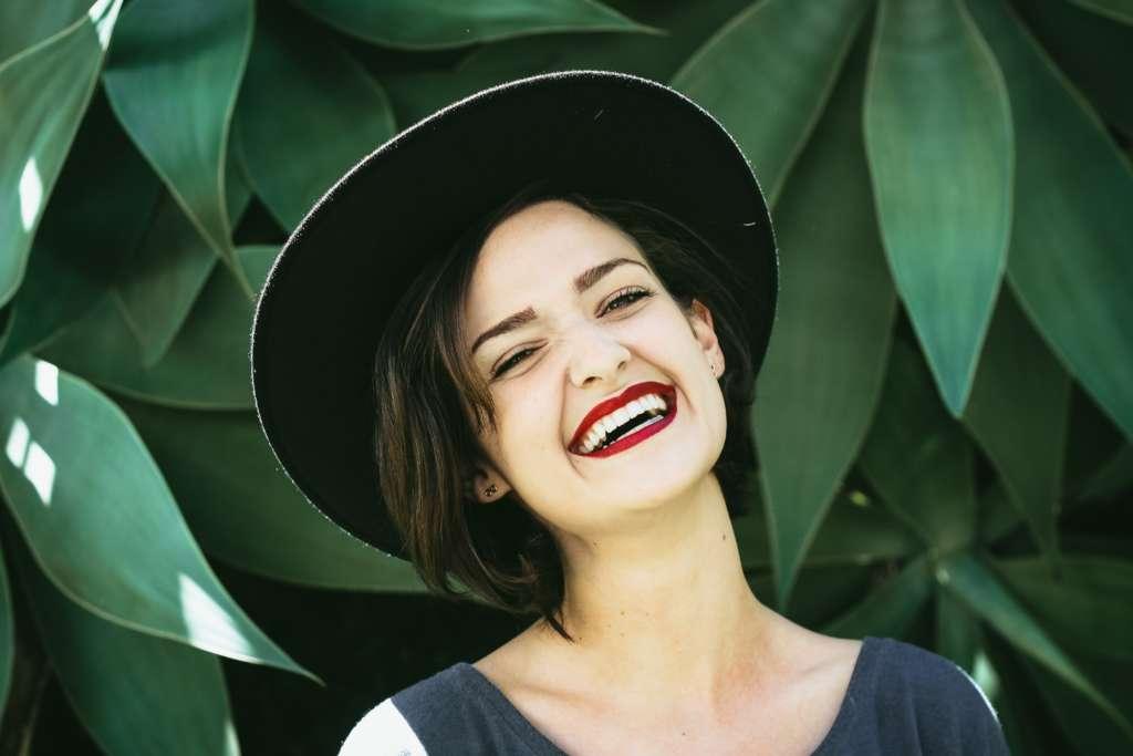 Clínicas Den - Hormonas y salud bucal de la mujer
