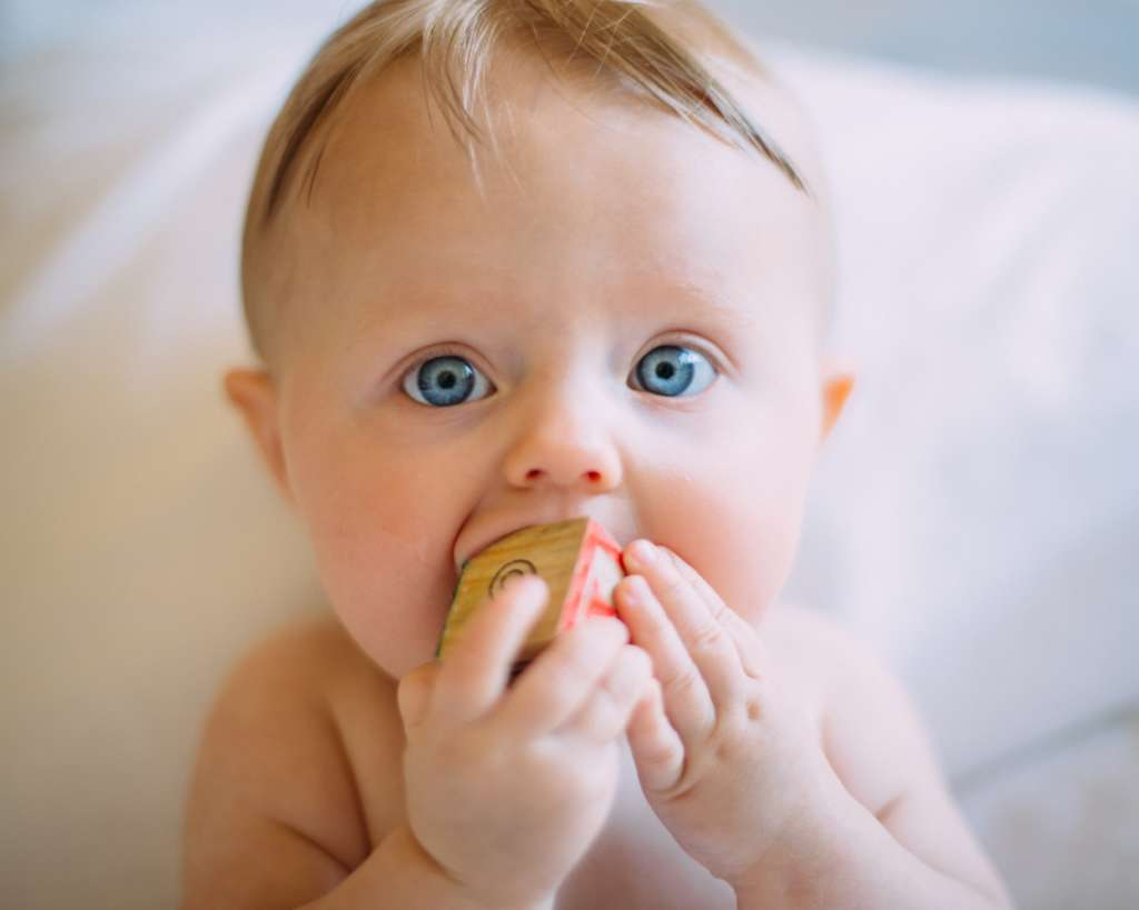 Clínicas Den - ¿Cómo hacer que el proceso de dentición sea más cómodo para nuestro bebé?