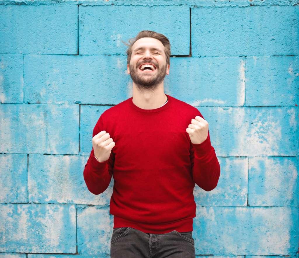 Clínicas Den - Grandes razones para sonreír y reír más