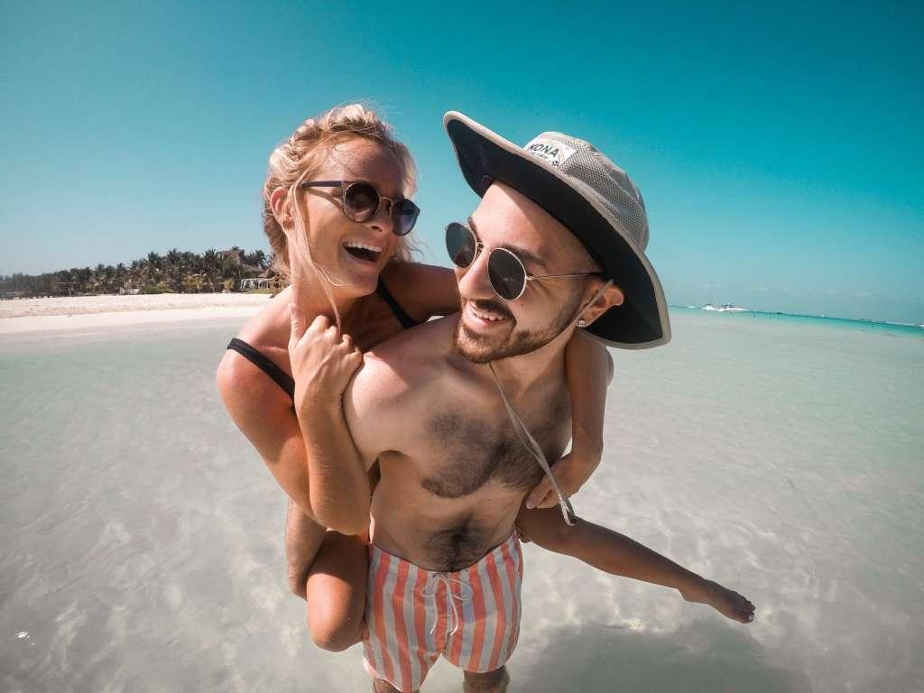 Clínicas Den - Consejos para mantener una sonrisa saludable en vacaciones