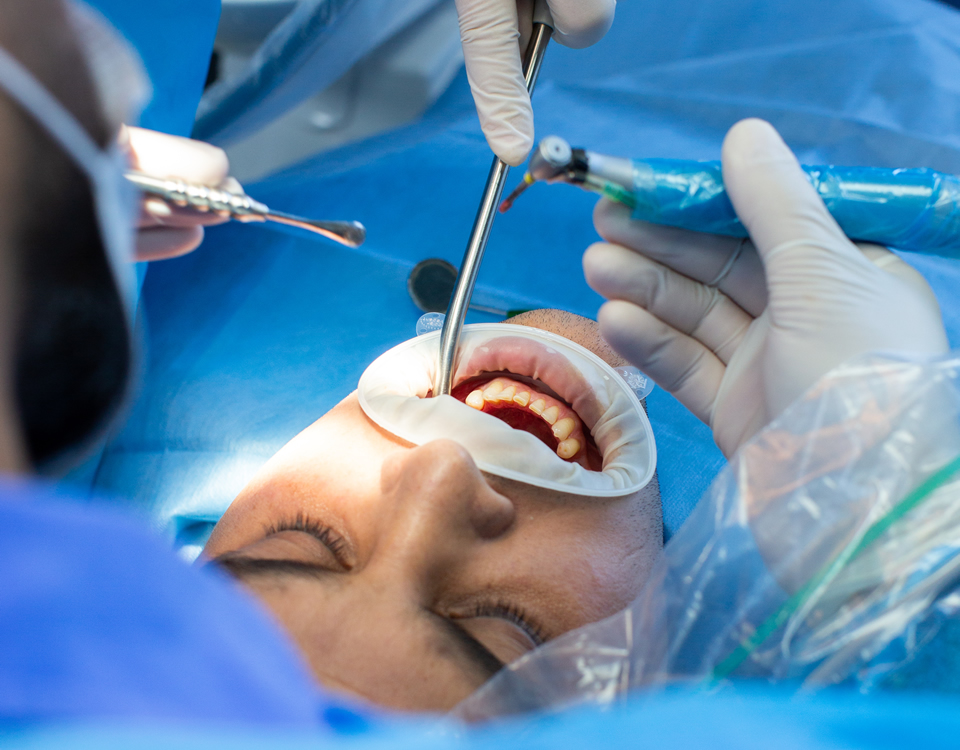 Clinicas Den - Cirugia Oral y Maxilofacial en Barcelona