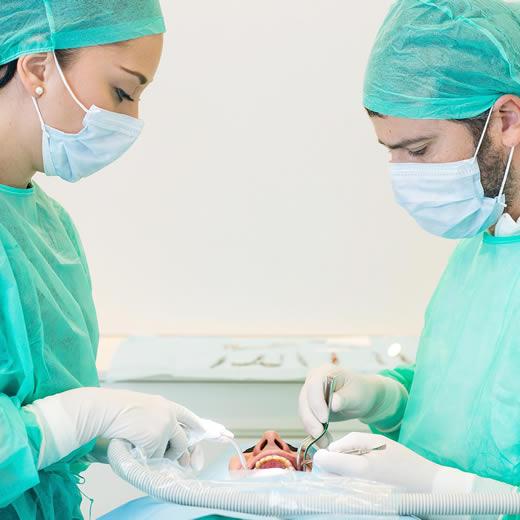 Clinicas Den - Implantes Dentales - Injerto Tejidos Blandos