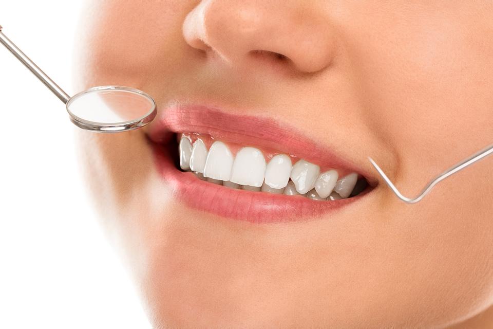 Clinicas Den - Implantes Dentales