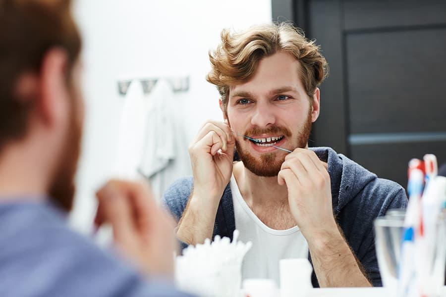 Buena higiene dental para evitar las encías inflamadas