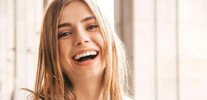 ¿Qué es un blanqueamiento dental y cómo funciona este tratamiento? + Preguntas frecuentes