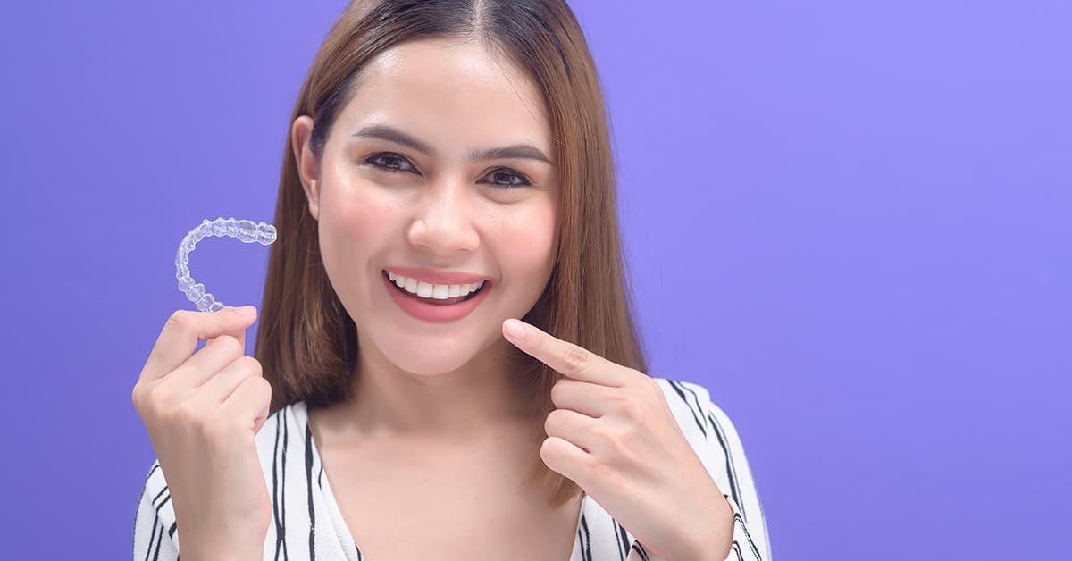Clínicas Den - ¿Qué es la ortodoncia invisible y cómo funciona este tipo de tratamiento?